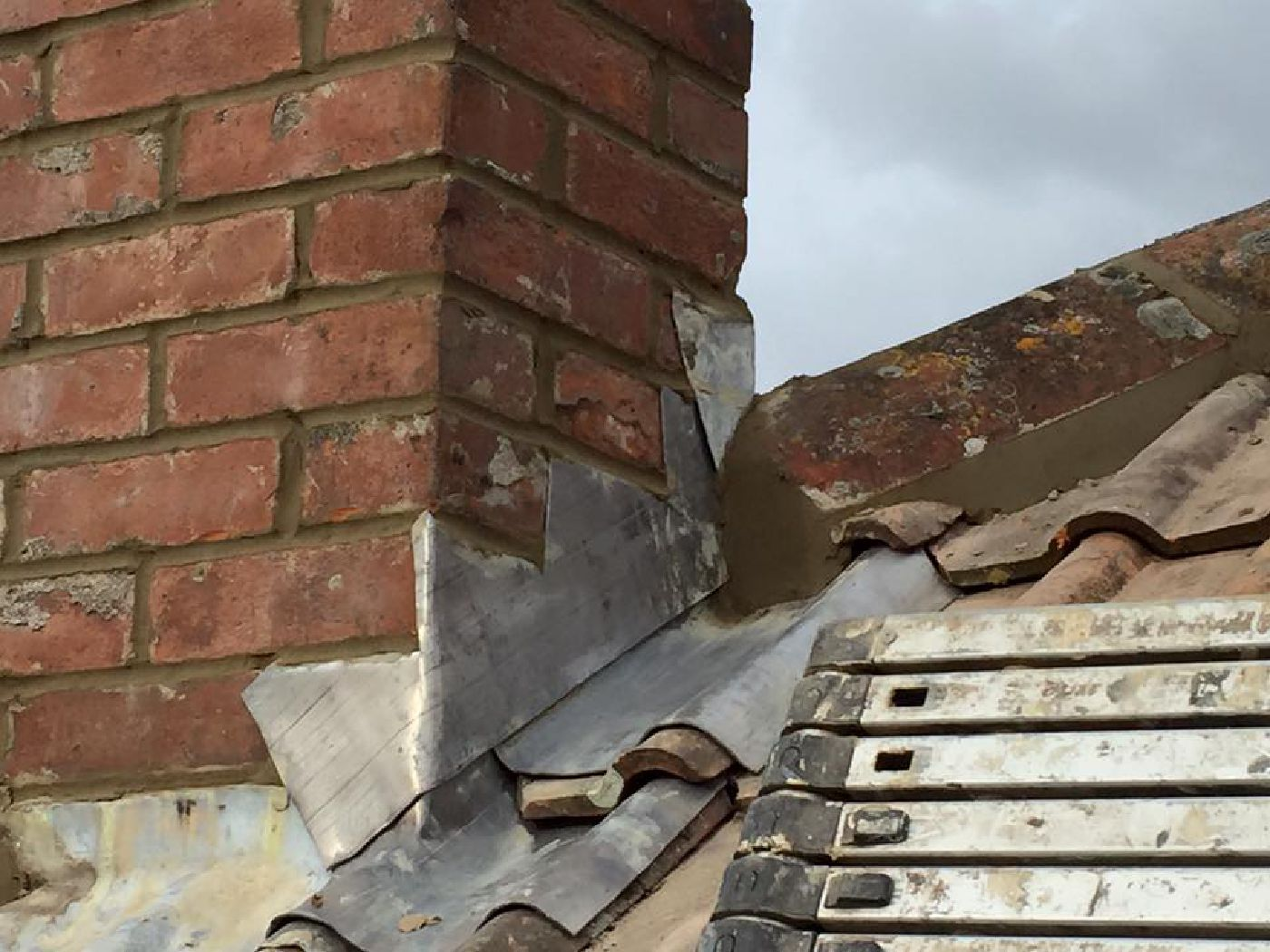 chimney and hip tiles repair